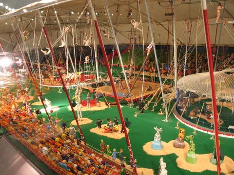 mini-circus-1-11-2008-4-20-56.JPG