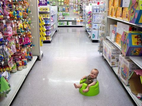 Toren in Babies R Us 10-9-2009 7-49-23 PM