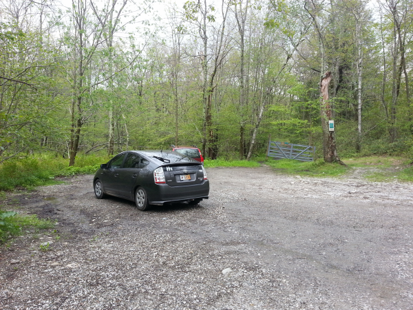 Here is where you park. The trailhead is 100-200 feet north.