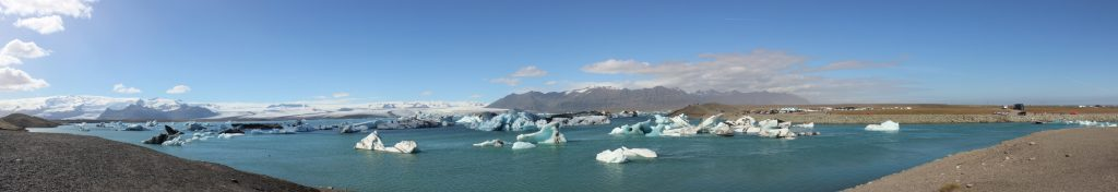 a panoramic view of Jokulsarlon Lagoon