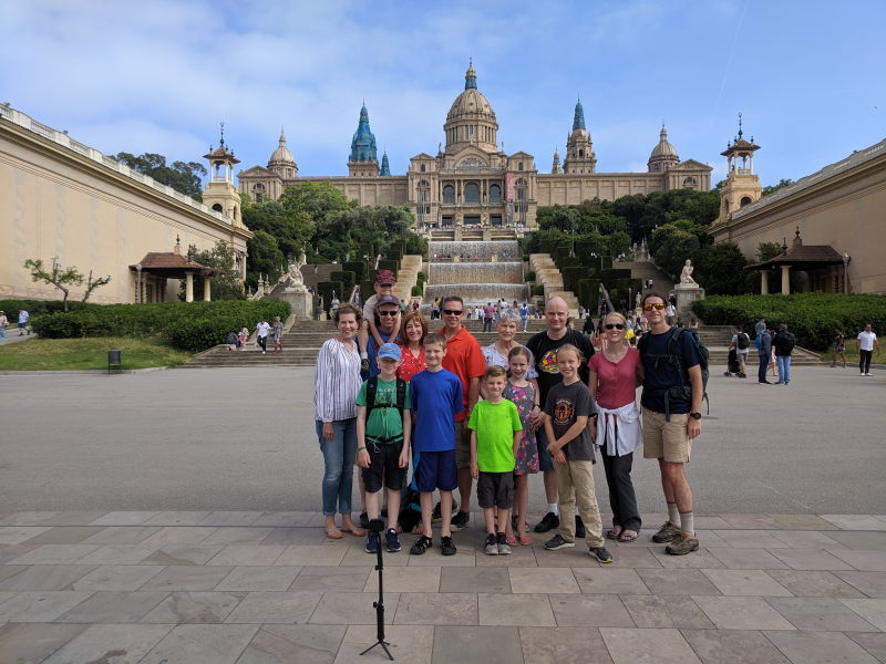 Family photo in front of the Museu Nacional d'Art de Catalunya